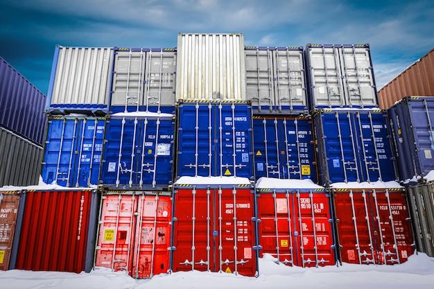 Konzeption der lagerung von waren durch importeure, exporteure