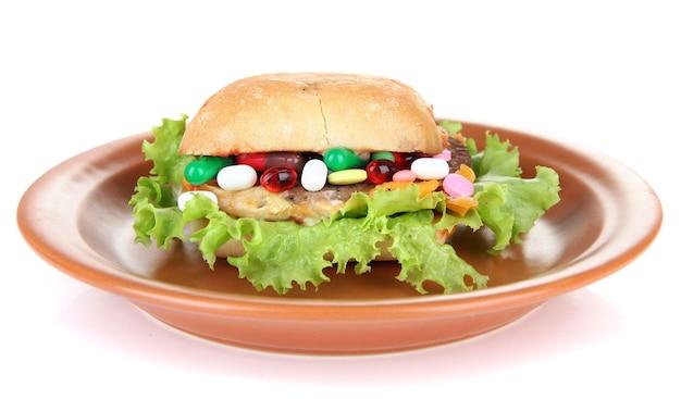 Konzeptionelles bild für die ernährungspflege: verschiedene vitamine und nahrungsergänzungsmittel in brötchen.