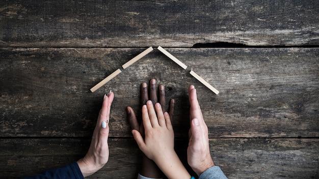 Konzeptionelles bild von familie und adoption