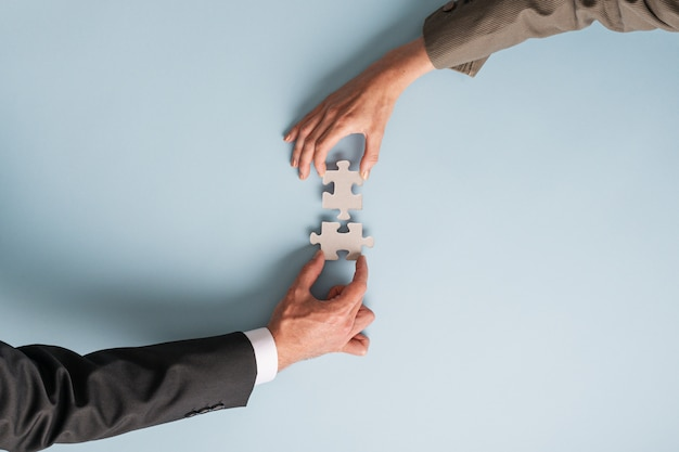Konzeptionelles bild von fusion und partnerschaft