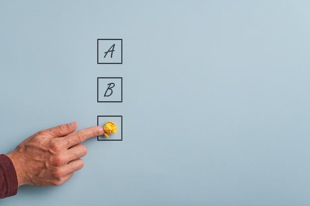 Konzeptionelles bild von geschäftsplänen und optionen