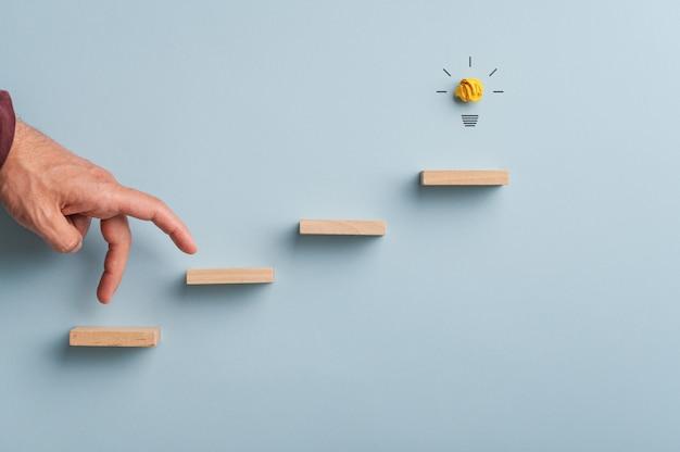 Konzeptionelles bild von idee und verwirklichung