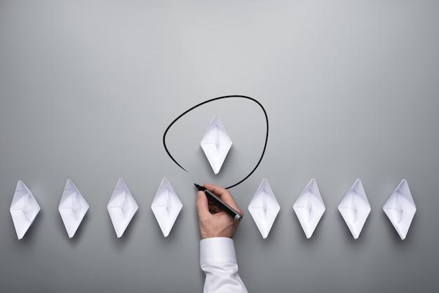 Konzeptionelles bild von unternehmensführung und einzigartigkeit