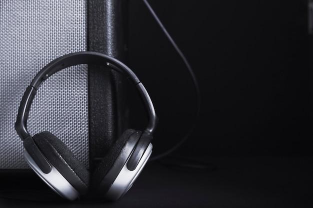 Kopfhörer in der nähe von crop-verstärker