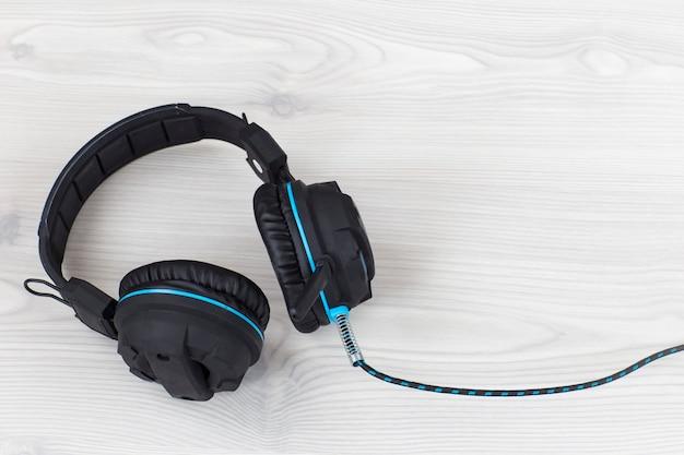 Kopfhörer-nahaufnahme auf hellem hintergrund
