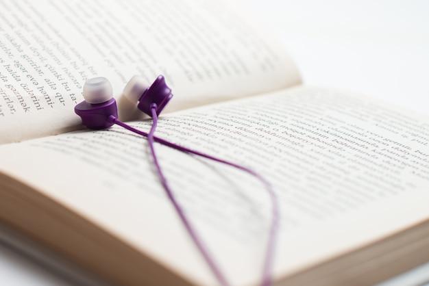 Kopfhörer und buch