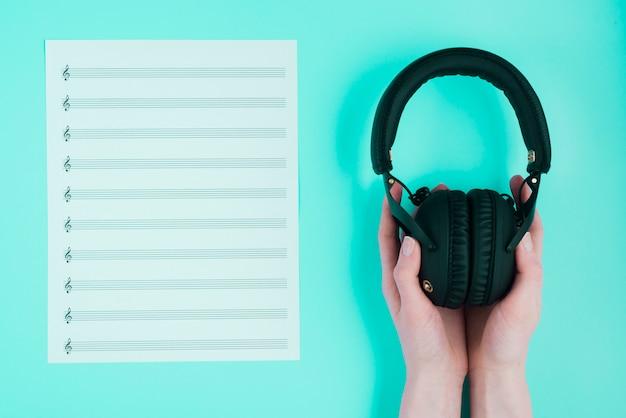 Kopfhörer und partitur
