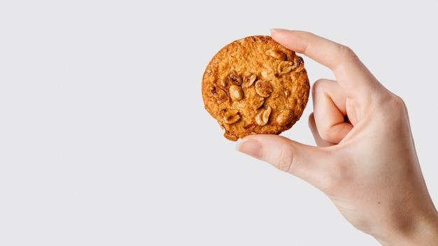 Kopieren sie die hand mit dem cookie