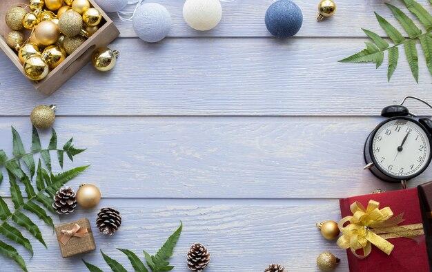 Kopieren sie platz für text mit weihnachtszusammensetzung, weihnachtsgeschenke.