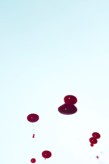 Kopieren sie platz mit abstrakten blutstropfen
