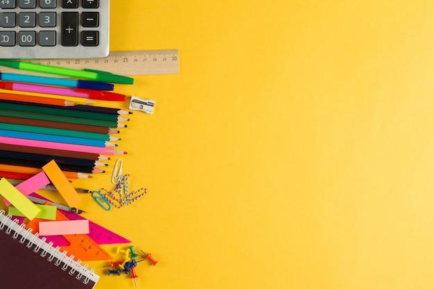 Kopierraum für traditionelle college-schreibwaren