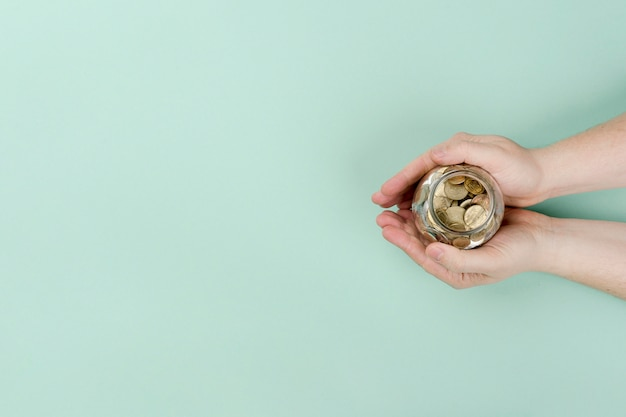 Kopierraumglas mit münzen