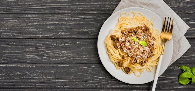 Kopierraumplatte mit spaghetii bolognese