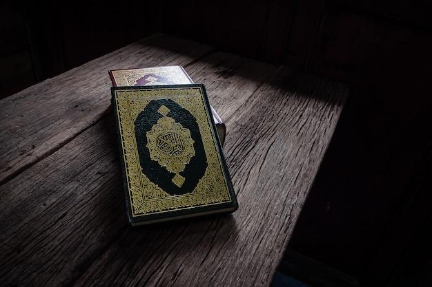 Koran - heiliges buch der muslime (öffentliches objekt aller muslime)
