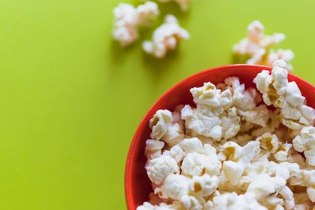Korb mit popcorn