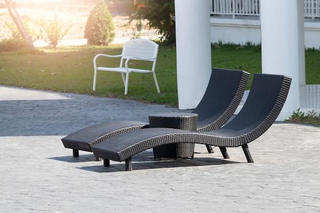 Korbmöbel für entspannung am pool