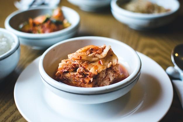Koreanisch fermentierte kimchi in einem restaurant