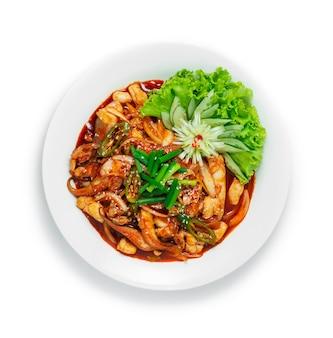 Koreanische gebratene krake mit würziger sauce umrühren