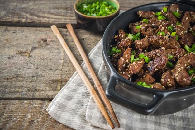 Koreanisches bbq-rindfleisch-rindfleisch-bulgogi