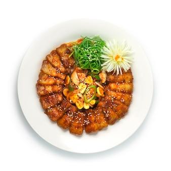 Koreanisches würziges schweinefleisch bulgogi (jeyuk bokkeum) koreanisches essen