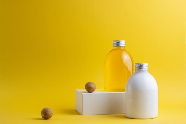 Kosmetik auf gelb. minimalismus. hautpflege.