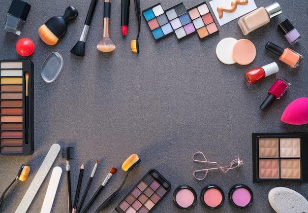 Kosmetik make-up lippenstift lidschatten