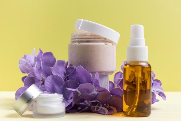 Kosmetikbehälter und flasche