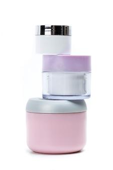 Kosmetische behälter getrennt auf weiß