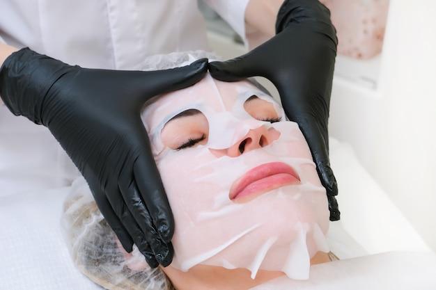 Kosmetische blattmaske für das gesicht