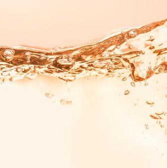 Kosmetische feuchtigkeitscreme haut tonic wasser, toner oder emulsion orange abstrakte textur hintergrund