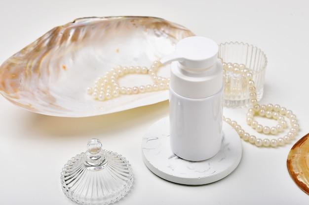Kosmetische flaschenbehälter mit meeresperlenextraktionsessenz