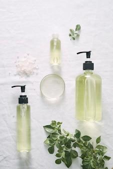 Kosmetische naturhautpflege und aromatherapie mit ätherischen ölen .organisches naturwissenschaftliches schönheitsprodukt .herbale alternativmedizin . attrappe, lehrmodell, simulation.
