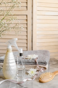 Kosmetische produkte für haare auf dem schreibtisch