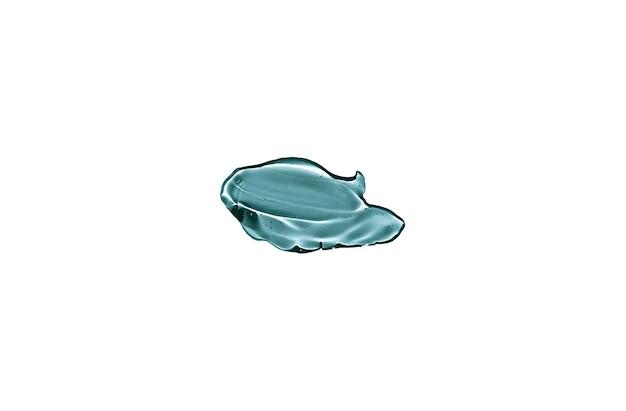 Kosmetisches transparentes blaues spritzflüssigkeitsgel isoliert auf weiß