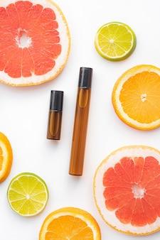 Kosmetisches walzenöl und zitrusfrüchte. kosmetische verfahren. gesunde haut. hautpflege. zitrusöl.
