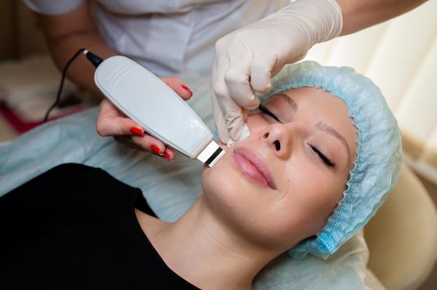 Kosmetologie. hardware-reinigung von poren.