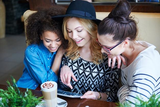 Kostenloses und schnelles internet im café