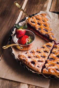 Köstlicher Kuchen mit Marmelade