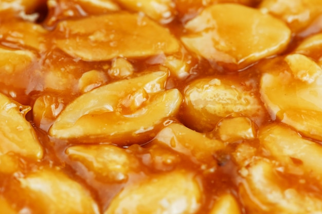 Kozinaki aus goldenen, gerösteten erdnussbohnen
