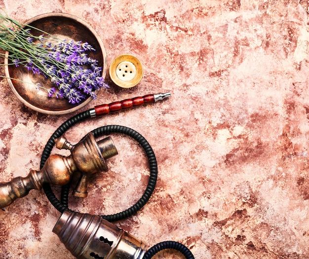 Kräuter mit wasserpfeife Premium Fotos