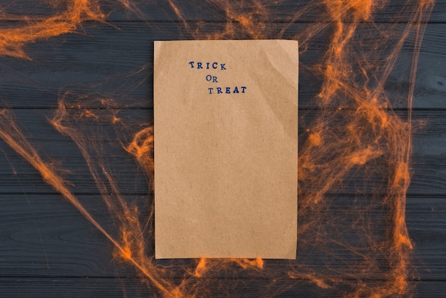 Kraftpapier mit orange hauchdünnen effekten