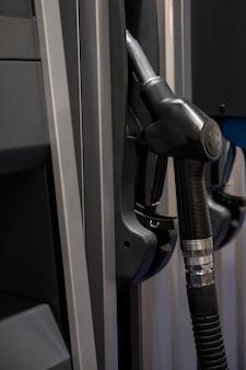Kraftstoffpistole an der tankstelle