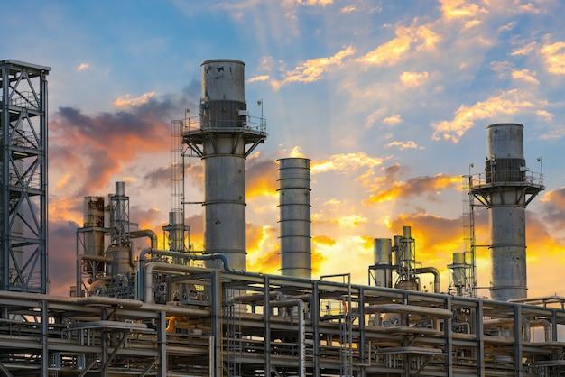 Kraftwerk für industrie in der dämmerung