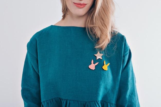 Kragenkleidung mit kleid auf mädchenabschluß oben