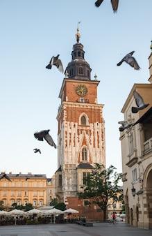 Krakau, polen - 27. juli 2013: schöne architektur des alten krakau. stadtplatz in krakau