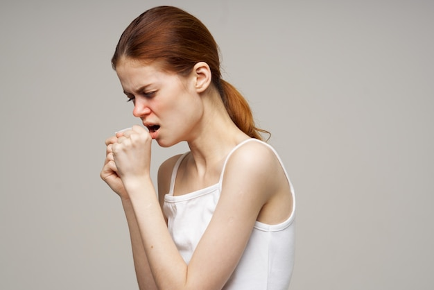 Kranke frau grippeinfektion virus gesundheitsprobleme nahaufnahme