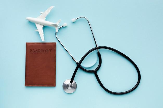 Krankenkasse mit flugzeug unterwegs