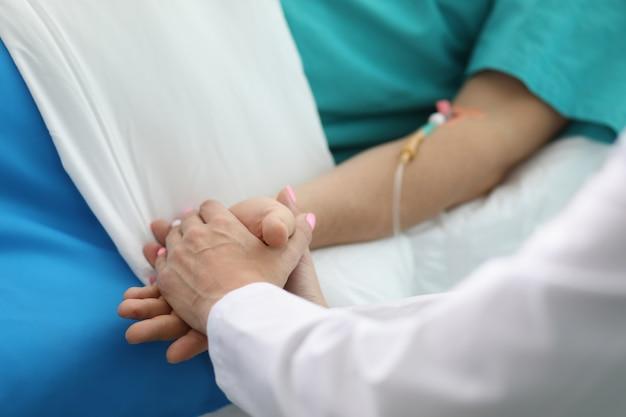 Krankenschwester, die schnelle genesung wünscht