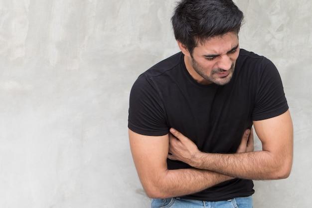 Kranker mann bauchschmerzen mit schmerzen