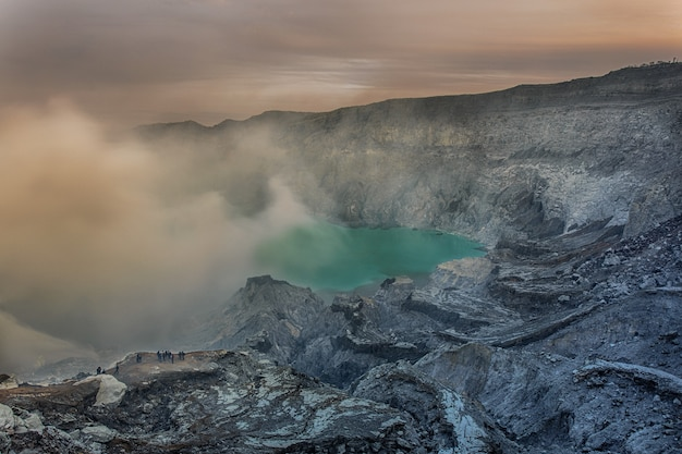 Krater des vulkans ijen. java. indonesien.